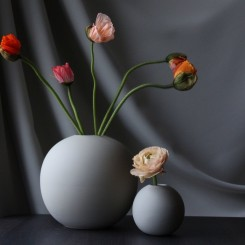 Cooee Design Ball vase i farven grey