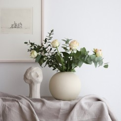 Cooee Design Ball vase i farven Shell