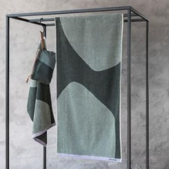 Mette Ditmer Håndklæde Rock i farven Thyme Green